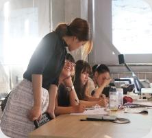 武汉唐人设计学校老师上课